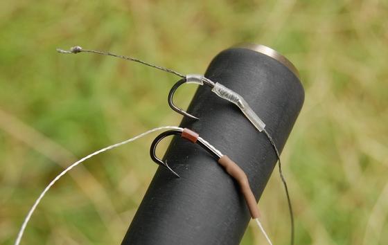 Dvě varianty smršťovací hadičky od firmy Ashima, transparentní a hnědá