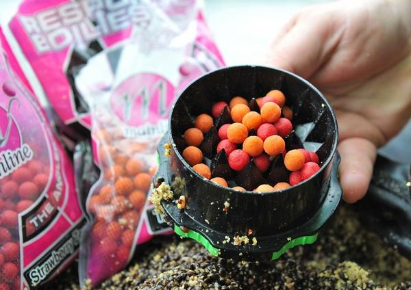Používejte různé drobné boilies s příchutěmi