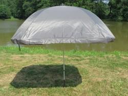 Samotný čtvercový deštník