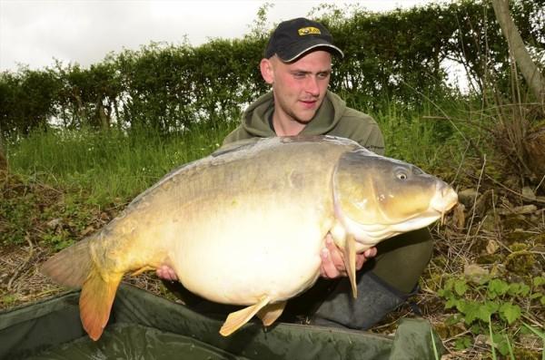 První kapr z dvojice ryb přes 22 kg