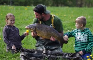 Video: Urban carp fishing