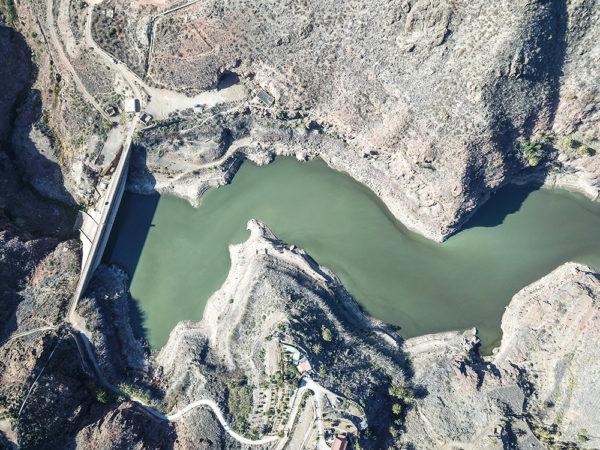 Jezero bylo ve skutečnosti hlubší než širší, což nebylo z leteckého pohledu patrné